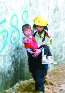 张旭生前在洪水中救出儿童