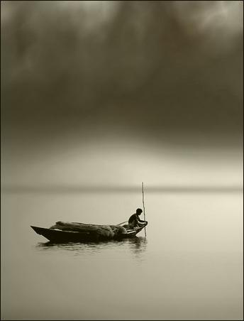 在茫茫大海中,漂泊着一叶孤舟.