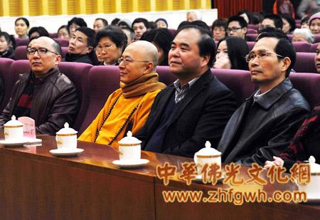海涛法师:只要点亮心灯,2012依旧光明